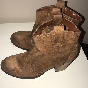 Express Faux Suede Size 9 pull-on western boots!